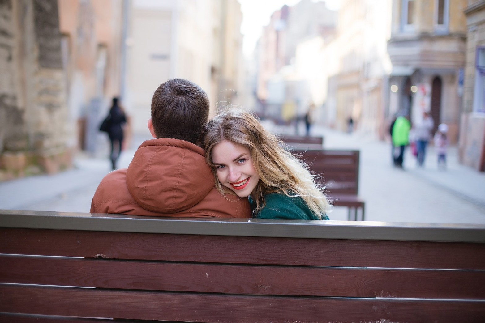 Couple on a bench as an example of attachment