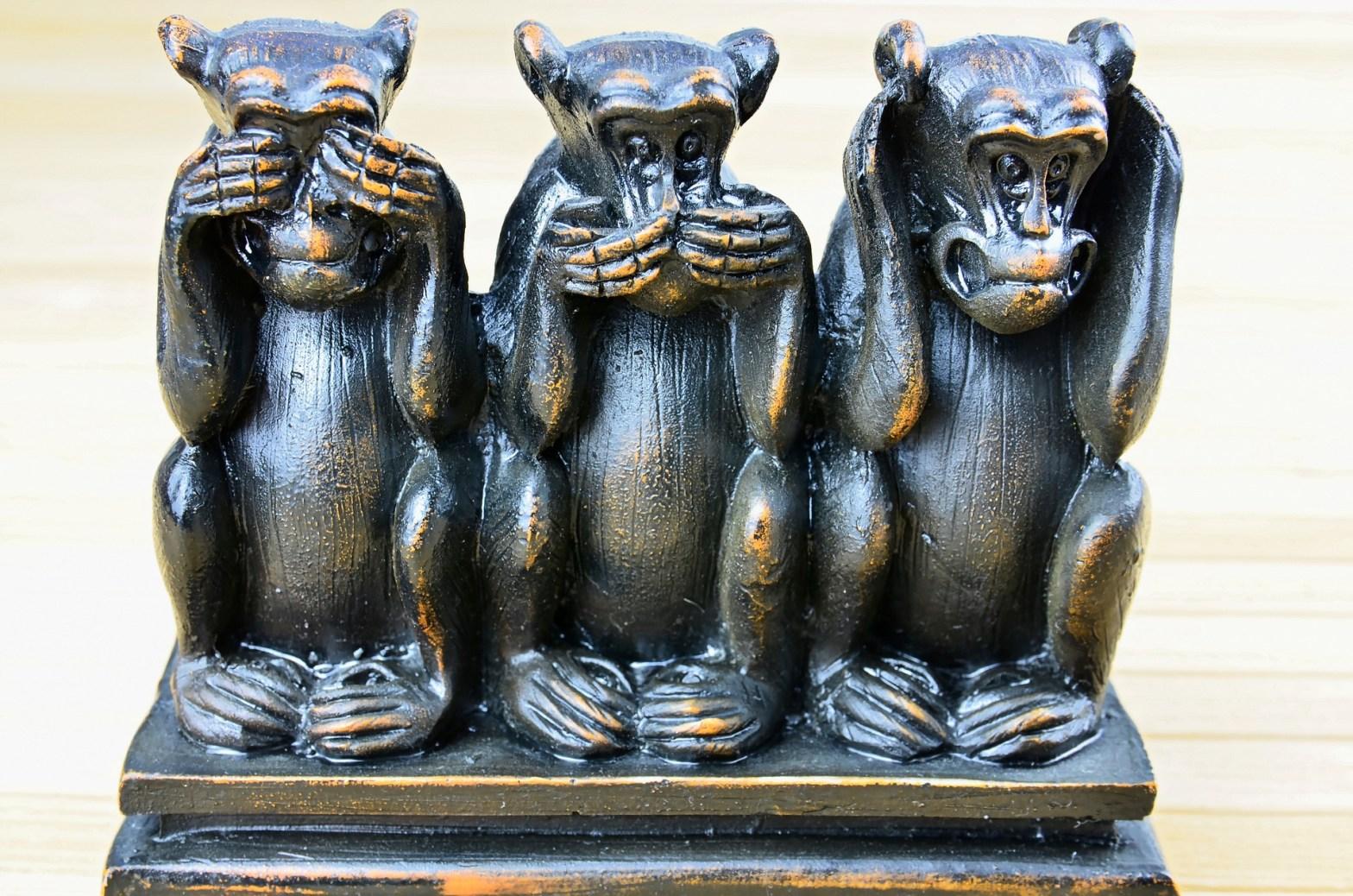 Statue of hear no evil, sea no evil, speak no evil monkeysto represent anti-self, pro-self, and no-self behaviors