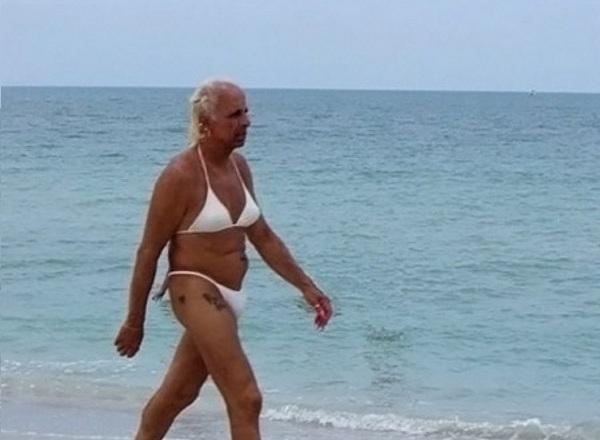 odd things at beach (10)