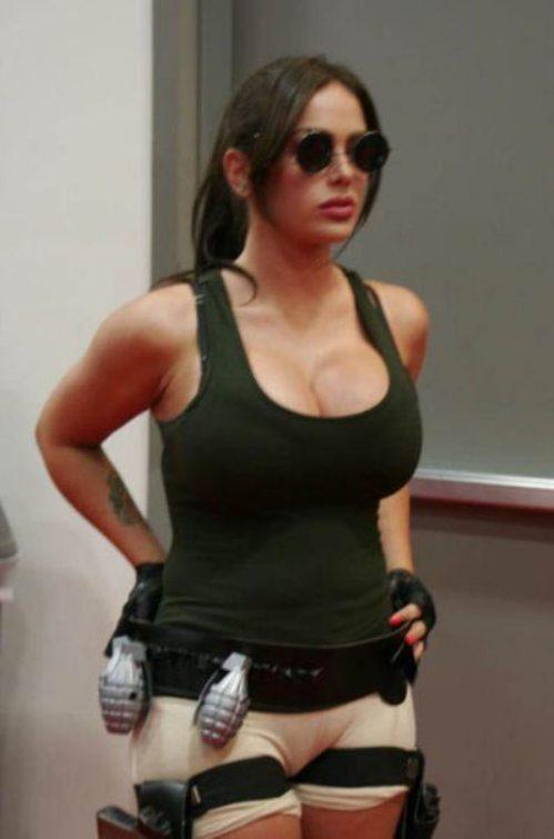 sexy lara croft cosplay