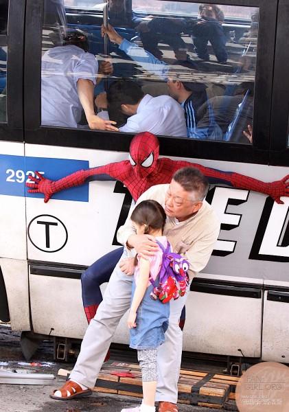 amazing-spider-man-2-set-photo-bus-4-421x600