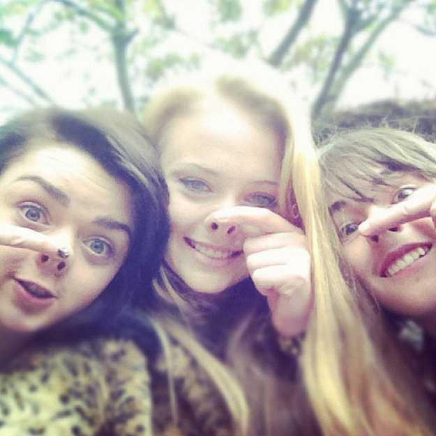 Arya, Sansa and Bran doing nostril things