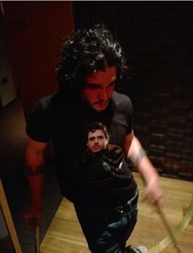 Jon Snow wearing a shirt with Robb Stark on it