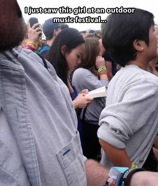 funny-girl-reading-outdoor-festival-1