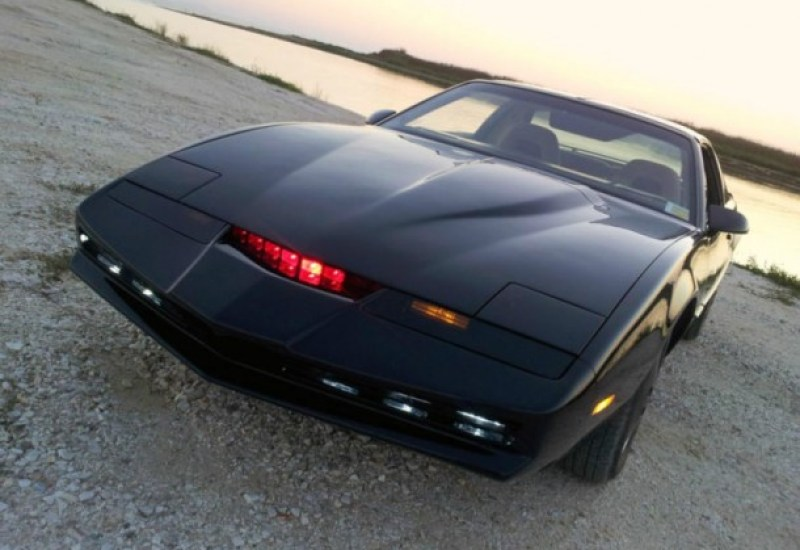 Knight-Rider-Fan-Spends-Three-Years-Building-Perfect-Replica-of-KITT-4-610x457