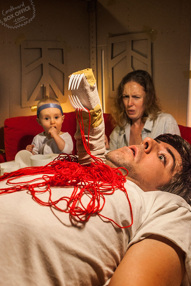 alien-parents-recreate-movie-scenes-with-baby-son-and-cardboard