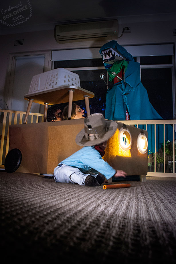 jurassicpark-parents-recreate-movie-scenes-with-baby-son-and-cardboard