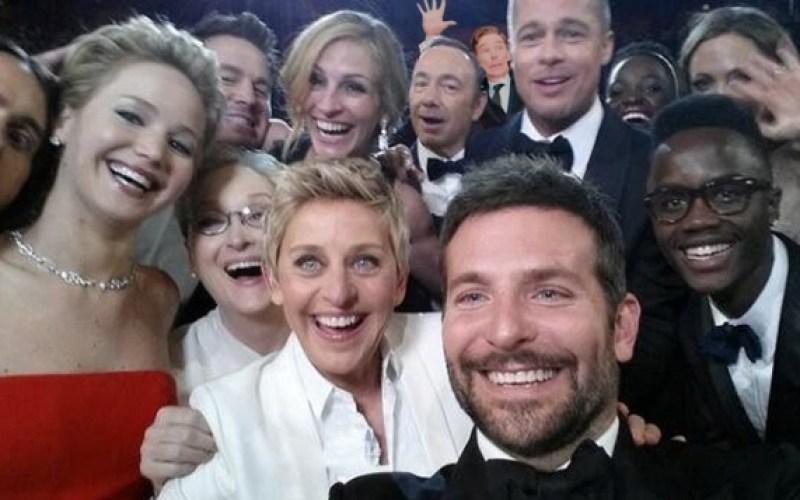 Benedict Cumberbatch photobombs U2 at the 2014 Oscars red carpet