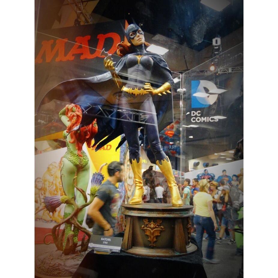 Batgirl Premium Format Figure