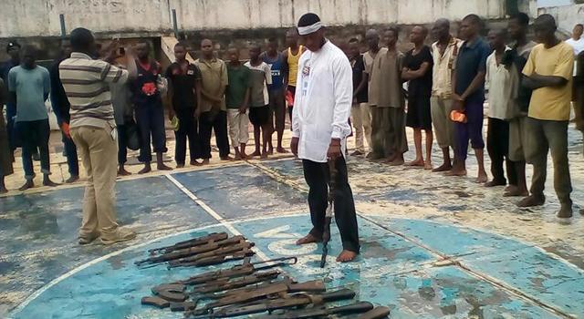 """RDC: Une nouvelle vague composée de 600 miliciens est arrivée ce vendredi 26 janvier 2019 à Kananga (Kasaï Central) pour déposer les armes suite à """"l'investiture de Félix Tshisekedi comme président de la République""""."""