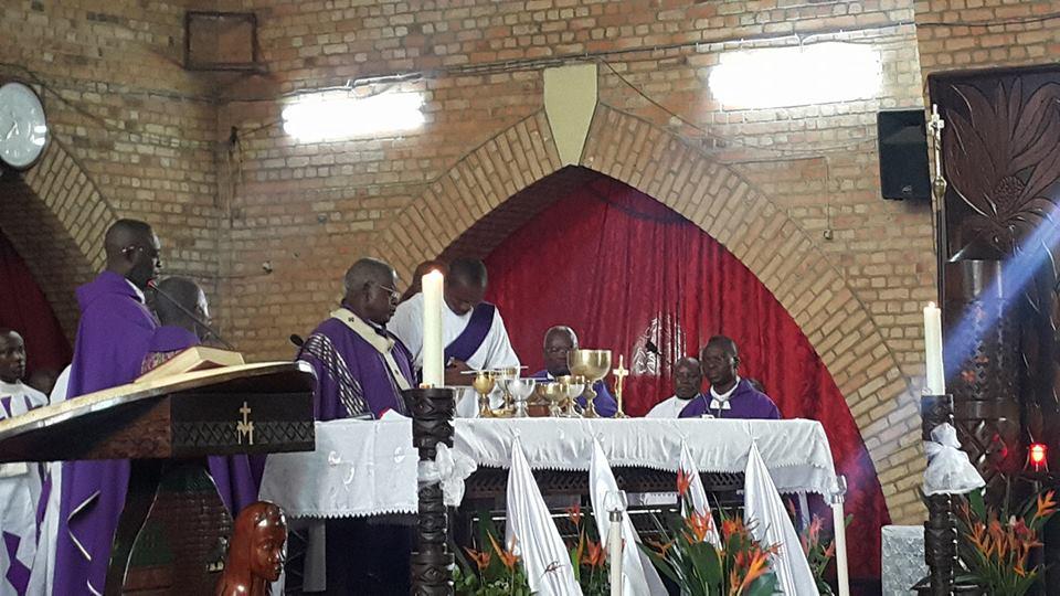 Présidentielle en RDC : jour de messe à Kinshasa, toujours dans l'attente des résultats