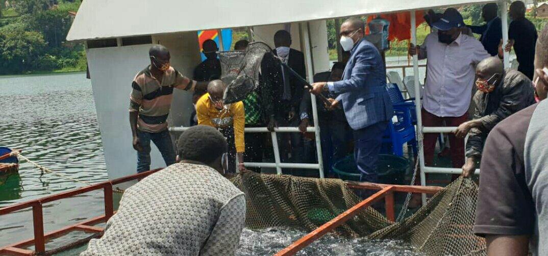 Sud-kivu: le Gouverneur veut accopagner les pecheurs du lac kivu