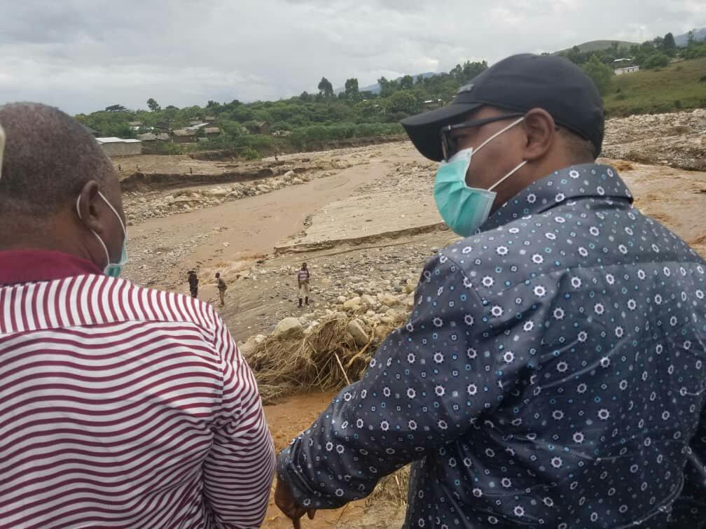 Uvira: le Gouverneur visite d'autres infrastructures de base touchées par les érosions