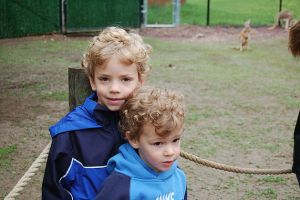 children-at-zoo-kangaroos