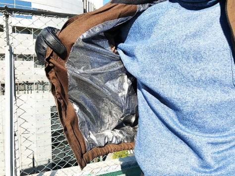 綿100%アルミ裏地防寒ジャンパーの内側 - 西新宿の作業着・安全作業用品の専門店・萬年屋HPから引用