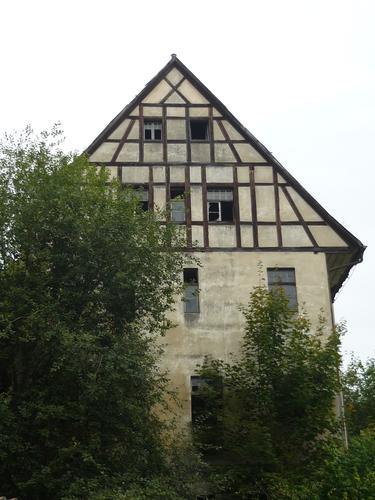 In Neuhaus steht ein altes Haus....