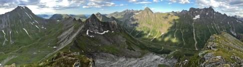 Sveddalstinden summit view (1/3)