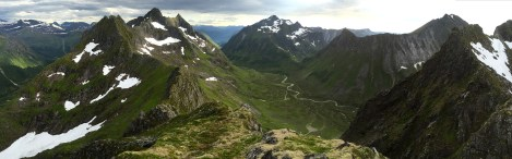 Midtre Raudfonndalstind summit view (1/2)