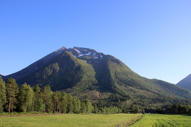 Passing Daurmålshornet (left) - visited a few days earlier