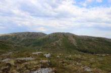 Vardskarfjellet and Kammen ahead