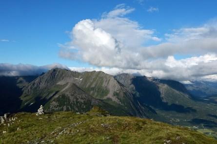 View towards Rotbergshornet and Kjerringa