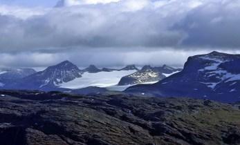 The peaks surrounding Leirvassbrean and Smørstabbrean