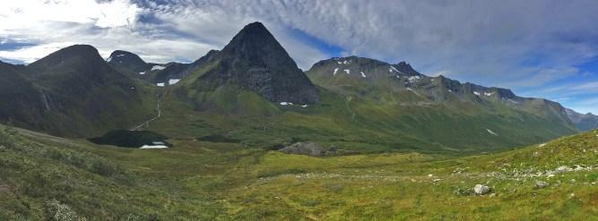 Langhornet and Rognestøylstindane