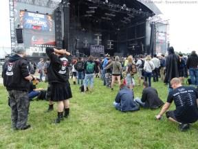 Alors j'ai découvert qu'on voyait des mecs en kilt, en festival...