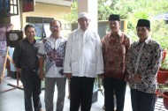 Pak Imam bersama tamu undangan