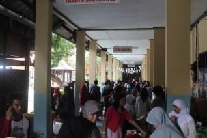 Suasana Bazaar di koridor