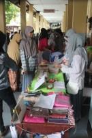 Suasana stand bazaar FKPM