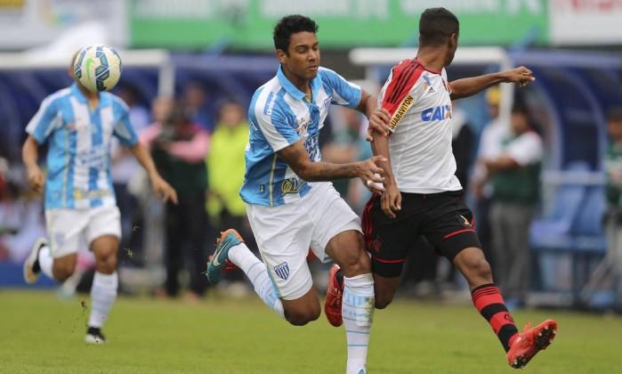 Flamengo encaminha acerto com zagueiro Antônio Carlos