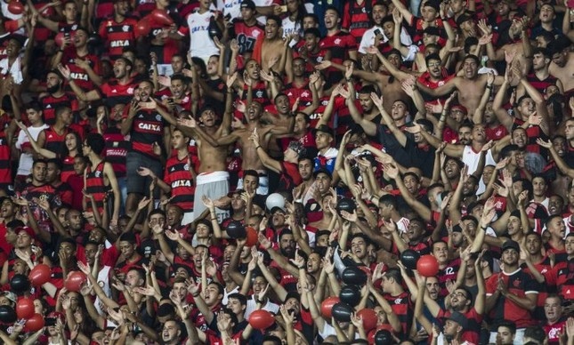 O Flamengo acaba de assinar um contrato de opção de compra de um terreno com cerca de 160 mil metros quadrados para a construção do seu estádio. O terreno está localizado no início da Avenida Brasil, entre Benfica e Manguinhos. Pelos planos do Flamengo, o estádio terá capacidade para 50 mil pessoas. Se as coisas evoluírem como a diretoria do clube espera, significa abandonar de fato o Maracanã.