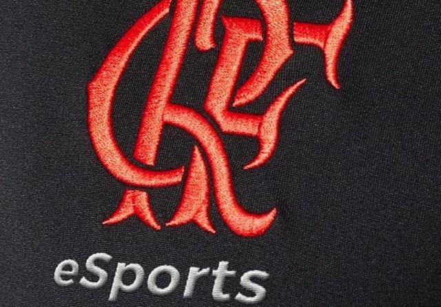 Flamengo mostra detalhe de uniforme que será usado pela equipe de e-sport