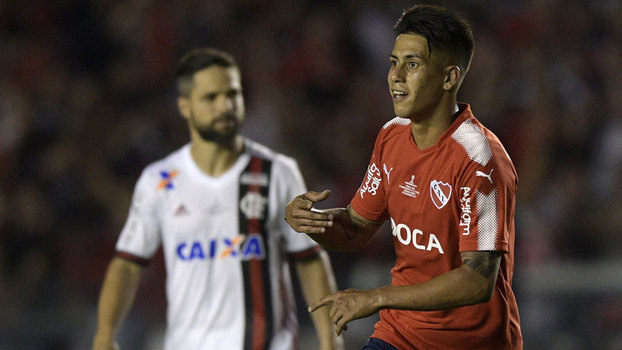Independiente vira sobre o Flamengo e larga na frente na decisão
