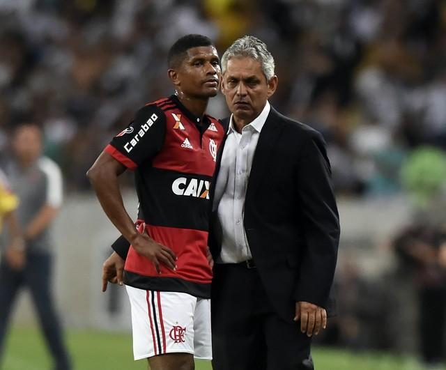 Fla desafoga folha do futebol em R$ 1,2 milhão com empréstimos e saídas
