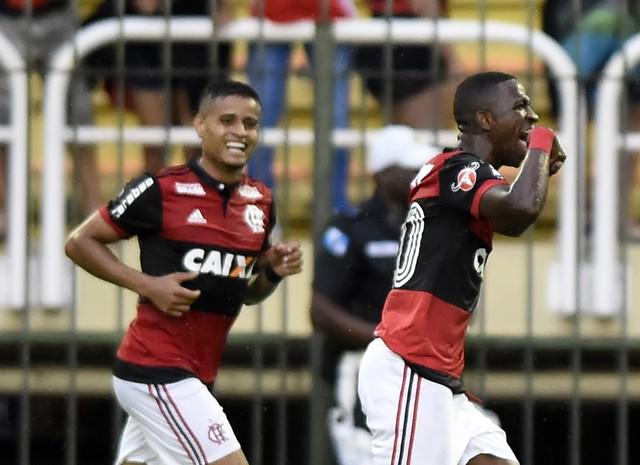 """Neymar sai em defesa de Vinicius Junior em comentário: """"Futebol está chato"""""""