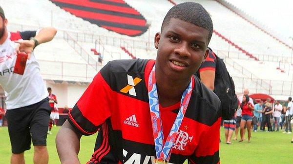 Jovem Lincoln, do Flamengo, estaria na mira de Milan e Juventus