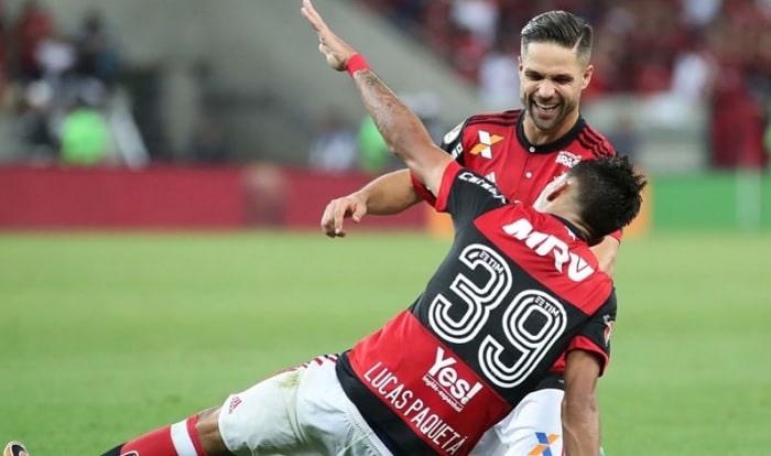 Paquetá comenta 'disputa' com Diego pelas cobranças de falta no Fla