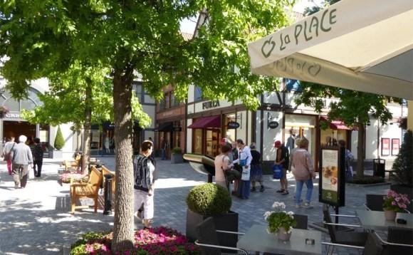 Shoppen in entspannter Atmosphäre im Outlet Roermond Holland