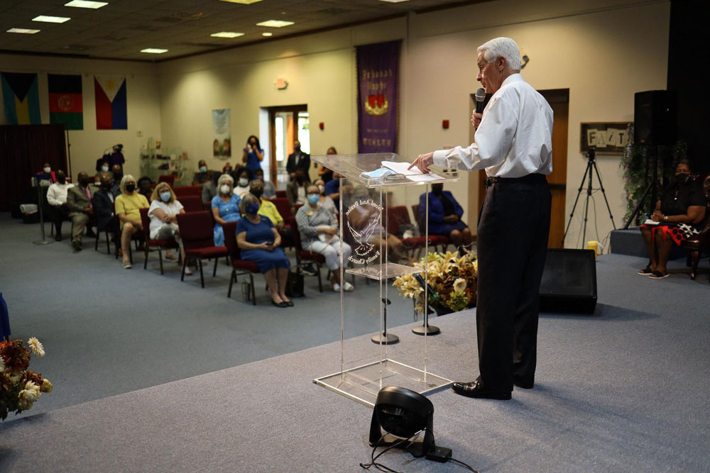 Charlie Crist at a speaking engagement in late August. (Facebook)