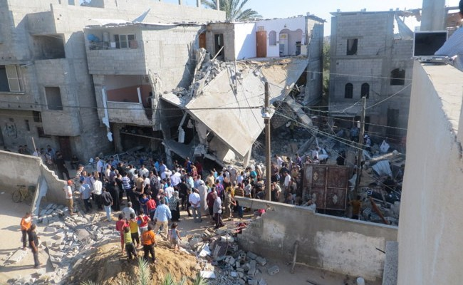 The home of the Kware' family, after it was bombed by the military, while family members and neighbors were present inside the house and in its vicinity (© Muhammad Sabah/B'Tselem).