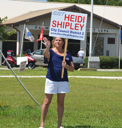 Heidi Shipley, soliciting votes four years ago along Old Kings Road, not far from the intersection where she has complained of beggars. The U.S. Supreme Court declared begging a form of speech protected like other forms of speech, such as campaigning at roadside. (© FlaglerLive)