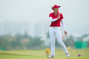Brooke Henderson of Canada thanks the gallery on the 18th hole during the second round at the Rio 2016 Olympic Games, Reserva de Marapendi Golf Course, Barra Da Tijuca, Rio De Janeiro, Brazil. (Photo by Tristan Jones/IGF)