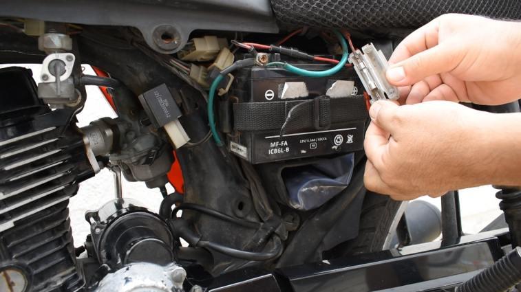fusible y bateria de moto