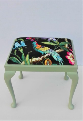 stool with velvet prestigious