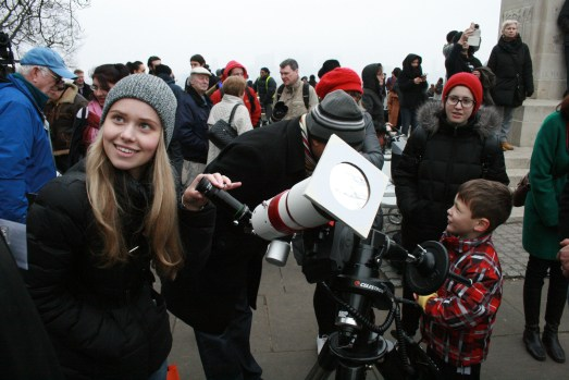 People still looked through the telescopes, despite there being nothing to see!
