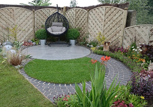 small garden with privacy