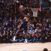 Jason Richardson à la conclusion d'un de ses dunks lors du concours 2002 en tant que rookie (c) Getty