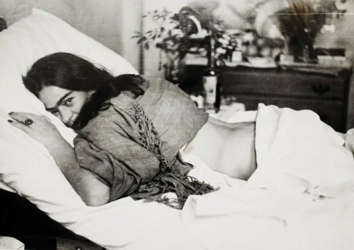 Фрида лежит на животе. Николай Мурай, 1946
